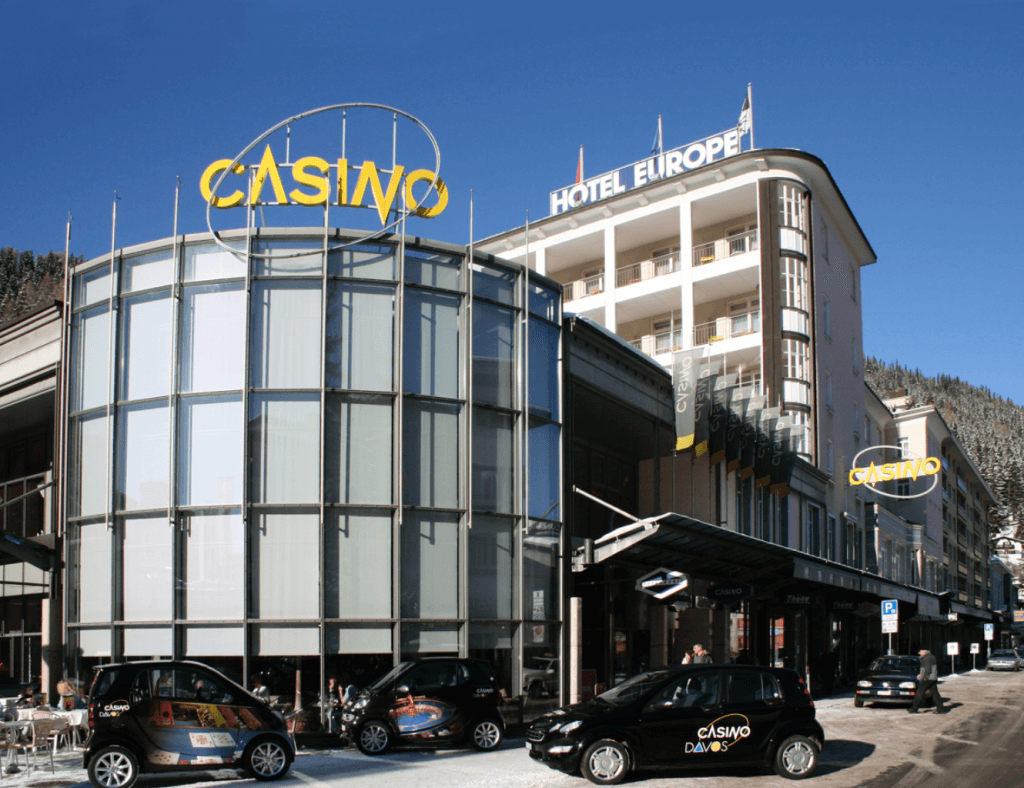 Attractive Advantages of Playing Online Casino Gambling