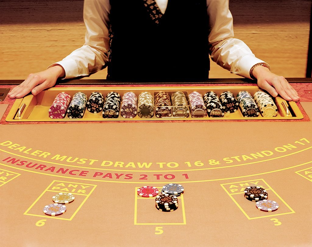Guide on how to play blackjack online